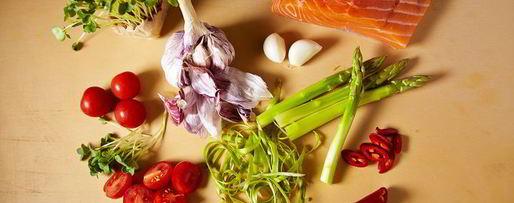 Шаг 1: стейка из лосося с овощами